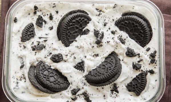 Λαχταριστή, νόστιμη και εύκολη συνταγή για παγωτό cookies με 3 υλικά (vid)