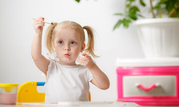 Εκπαιδευτικά κουίζ για μικρά παιδιά: Μαθαίνουν τα χρώματα και τα ζώα (vids)