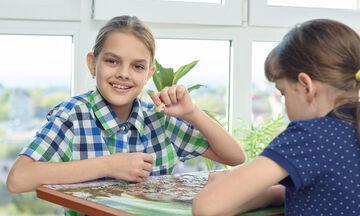 Φανταστικές ιδέες για να αξιοποιήσετε τα επιτραπέζια παιχνίδια των παιδιών (vid)