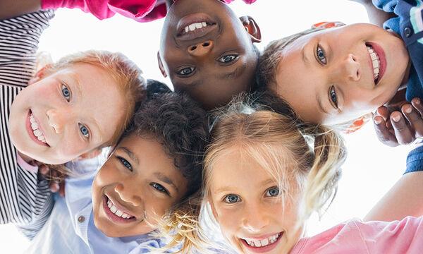 Μεγαλώνοντας παιδιά που είναι ενάντια στον ρατσισμό (vids)