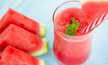 Έξι λόγοι για να εντάξεις αυτό το smoothie καρπούζι στη διατροφή σου (vid)