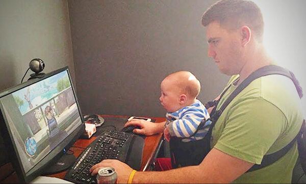Μπαμπάδες με τα μωρά τους σε απολαυστικά στιγμιότυπα (vid)