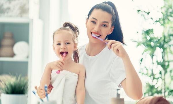 Λεύκανση δοντιών στο σπίτι - 5 εύκολοι τρόποι για να τα καταφέρετε