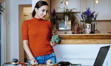 Μείωση άγχους: Δραστηριότητες που μπορείτε να κάνετε μέσα στο σπίτι