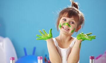 Μοναδικές παιδικές ζωγραφιές με οδοντόβουρτσα (vid)