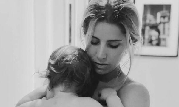 Η τρυφερή φωτογραφία και το γράμμα μιας μαμάς