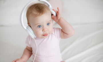 Πώς επηρεάζει η μουσική τον εγκέφαλο του μωρού;