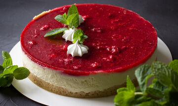 Δροσερό cheesecake με φράουλες χωρίς ψήσιμο (vid)
