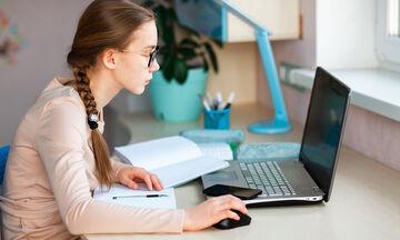 Πανελλήνιες: Πώς μπορούν να προστατεύσουν την όρασή τους οι μαθητές;