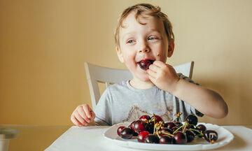 Αυτά είναι τα πέντε πιο θρεπτικά καλοκαιρινά φρούτα για τα παιδιά