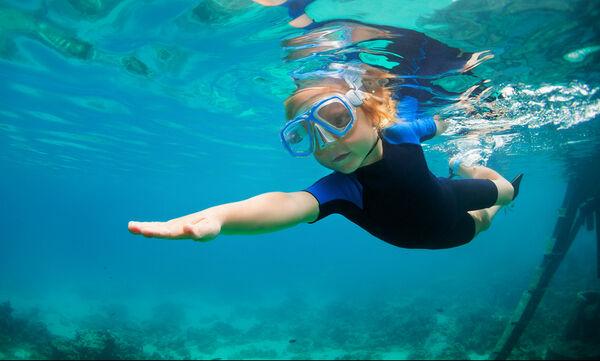 Εξωτερική ωτίτιδα: Επικίνδυνη για τους μικρούς κολυμβητές το καλοκαίρι