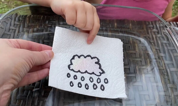 To εύκολο και εντυπωσιακό πείραμα με χαρτοπετσέτες που αξίζει να δοκιμάσετε