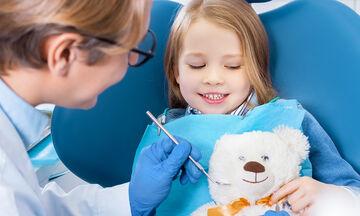 Τι να κάνετε αν το παιδί σας φοβάται τον οδοντίατρο