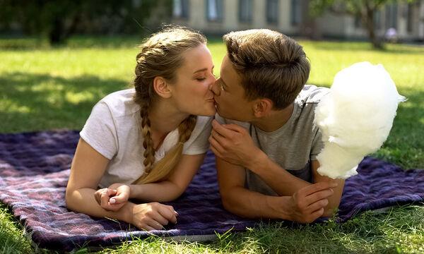 Τι πρέπει να γνωρίζουν οι έφηβοι για την πρώτη τους σεξουαλική επαφή;