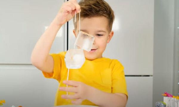 Διασκεδαστικά πειράματα με παγάκια για τα παιδιά (vid)