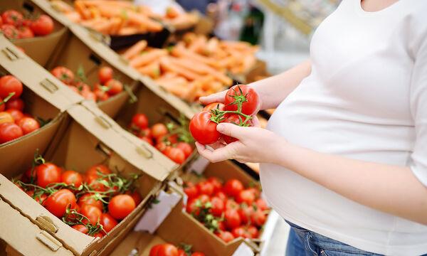 Εγκυμοσύνη και διατροφή: Πέντε οφέλη της ντομάτας στην υγεία της εγκύου