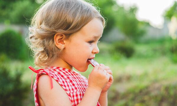 Παιδί 24 μηνών: Ενθαρρύνετε το νήπιο σας να αυτοεξυπηρετείται