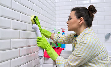 Εύκολοι τρόποι να καθαρίσετε τα σημάδια στους τοίχους (vid)
