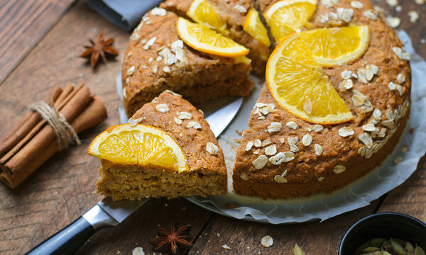 Κέικ χωρίς αυγά: Tέσσερις εύκολες συνταγές για να τις δοκιμάσετε (vids)