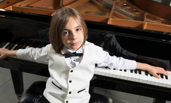 Στέλιος Κερασίδης: Ο μικρότερος καλλιτέχνης που υπέγραψε συμβόλαιο