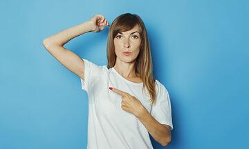 Λεκές από ιδρώτα: Πέντε αποτελεσματικοί τρόποι για να καθαρίσουν τα ρούχα