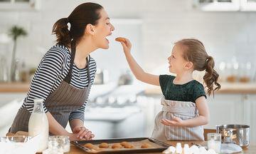 Τρεις συνταγές για μπισκότα που μπορείτε να φτιάξετε με τα παιδιά