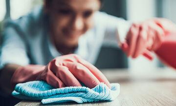 Έξυπνες χρήσεις της αμμωνίας στην καθαριότητα του σπιτιού που δεν γνωρίζετε