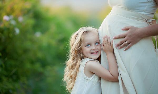 Πώς προστατεύεται το μωρό μέσα στη μήτρα; (vid)
