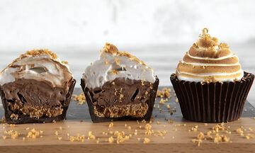 Άκης Πετρετζίκης: Συνταγή για cupcakes παγωτό που θα λατρέψουν τα παιδιά