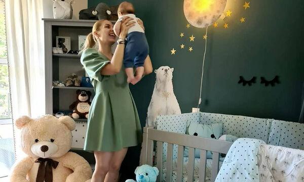 Μαντώ Γαστεράτου: Ο γιος της φοράει μαγιό και το Instagram λιώνει