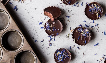 Πώς θα φτιάξεις τα πιο νόστιμα σοκολατάκια με μια παγοθήκη(video)