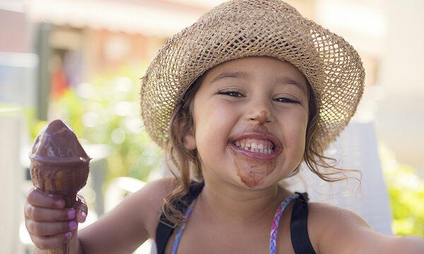 Πώς να εξαφανίσετε εύκολα τους λεκέδες από παγωτό (vid)