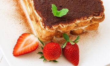 Τιραμισού της τεμπέλας: Δοκιμάστε την καλοκαιρινή συνταγή με φράουλες