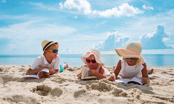 Τα καλύτερα βιβλία για τις διακοπές: Λίστα για όλες τις ηλικίες