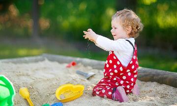 Καλοκαίρι στο σπίτι: Παιχνίδια με άμμο που θα ενθουσιάσουν τα παιδιά