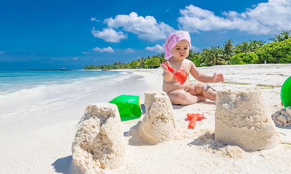 Πρώτες  διακοπές με το μωρό: Τι να προσέξετε και τι να έχετε μαζί σας