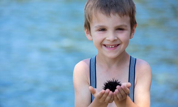 Τι πρέπει να κάνετε αν πατήσετε αχινό - Συμβουλές για γονείς και παιδιά