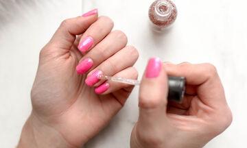 5 tips για να κρατήσουν τα νύχια σου έως και 2 εβδομάδες
