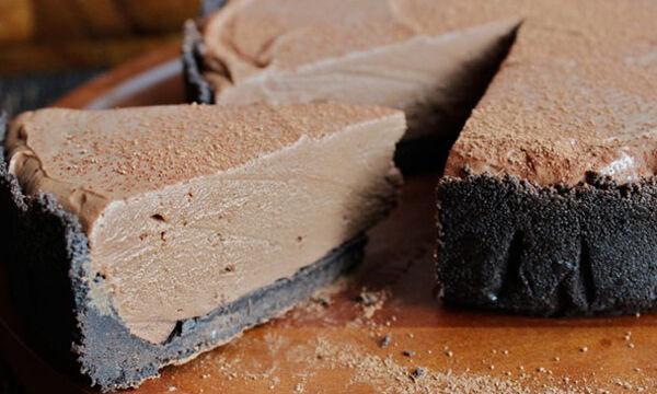 Το απόλυτο σοκολατένιο cheesecake χωρίς ψήσιμο