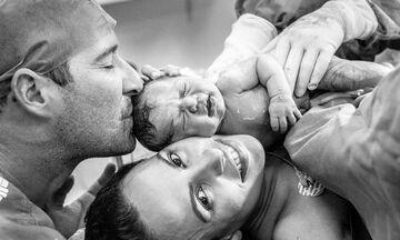 Οι απίθανες εκφράσεις μπαμπάδων όταν βλέπουν το μωρό τους για πρώτη φορά