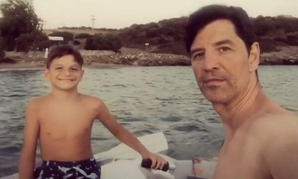 Σάκης Ρουβάς: Η 1η βόλτα με το φουσκωτό - Στο τιμόνι ο γιος του Αλέξανδρος