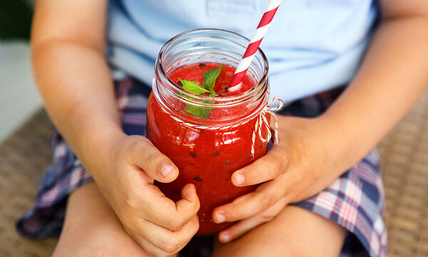 Smoothie με παντζάρι, φράουλες και αβοκάντο για παιδιά