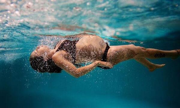 Απίθανες φωτογραφίες εγκύων κάτω από το νερό (pics)