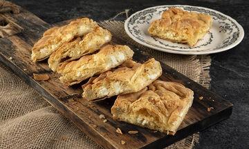 Η συνταγή για την τυρόπιτα της μαμάς του Άκη Πετρετζίκη είναι αυτή