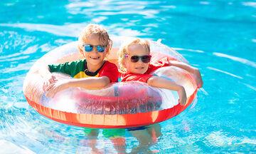 Μπάνιο σε πισίνα: Ποια είναι τα πιο συχνά μικρόβια