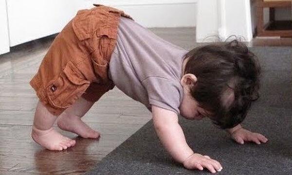 Απολαυστικό βίντεο: Μωράκια κάνουν... yoga!