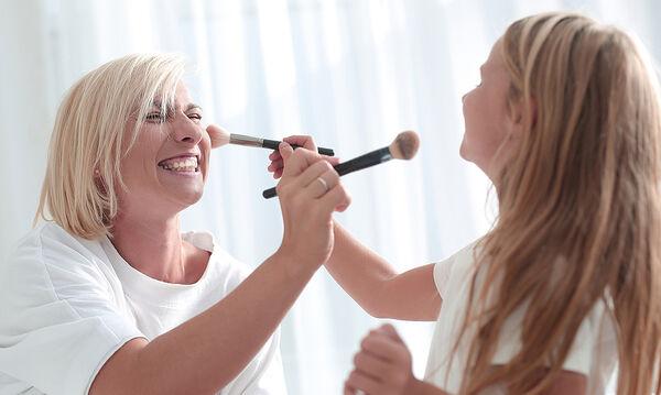 Έτσι θα καθαρίσετε τα πινέλα του μακιγιάζ σας εύκολα και γρήγορα