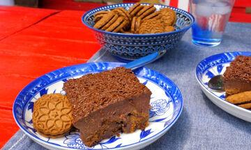 Πανεύκολο σοκολατένιο μπισκοτογλυκό ψυγείου - Πώς θα το φτιάξετε (vid)