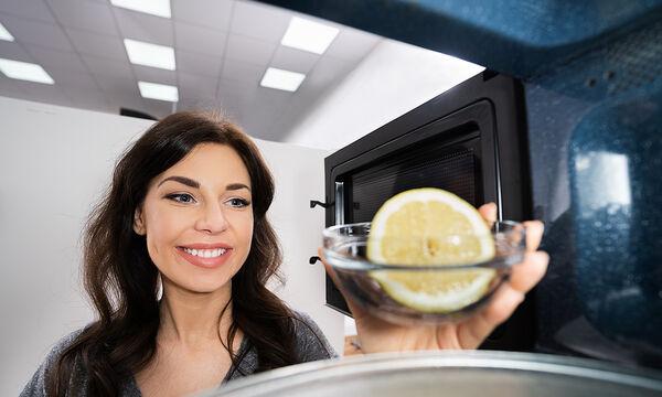 Καθαρισμός φούρνου με λεμόνι: Τρεις εύκολοι και αποτελεσματικοί τρόποι