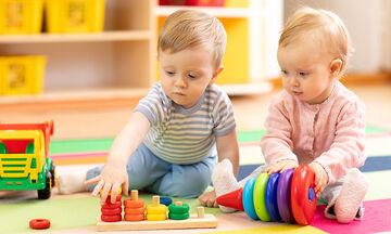5 tips για να μάθετε στο παιδί σας να μοιράζεται